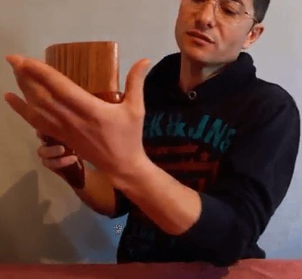 место пан флейты на левой руке